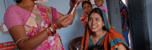 800px-Community_health_worker_gives_a_vaccination_in_Odisha_state_2C_India__288380317750_29